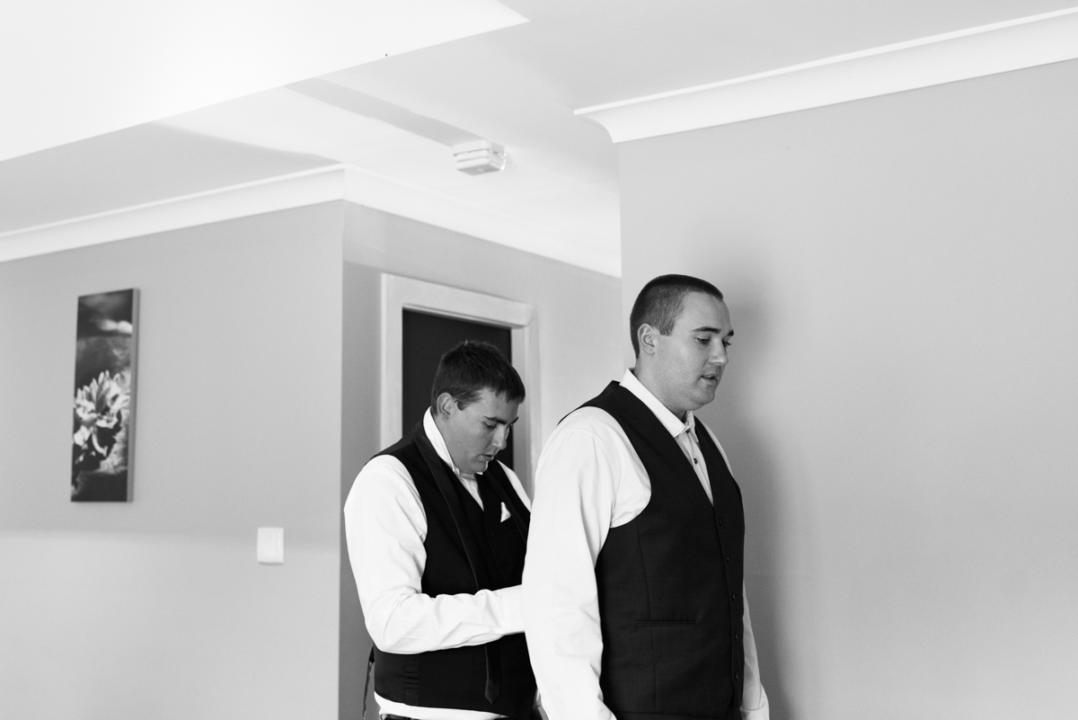 13_groom and best man get ready for wedding at crowne plaza pokolbin