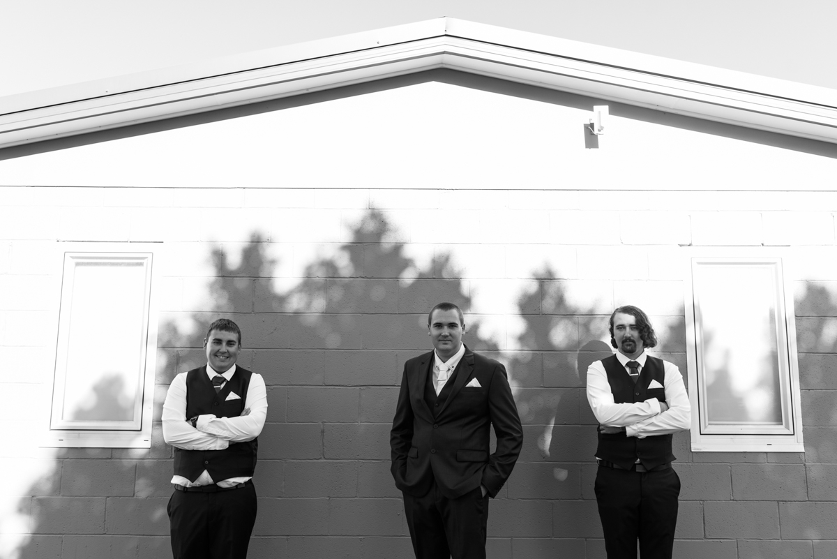 15_quirky wedding photography with groom and grooms men