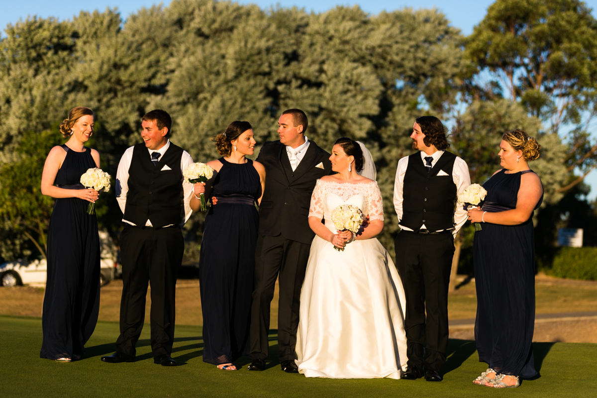 29_awesome wedding photographer captures bridal party in gorgeous golden light